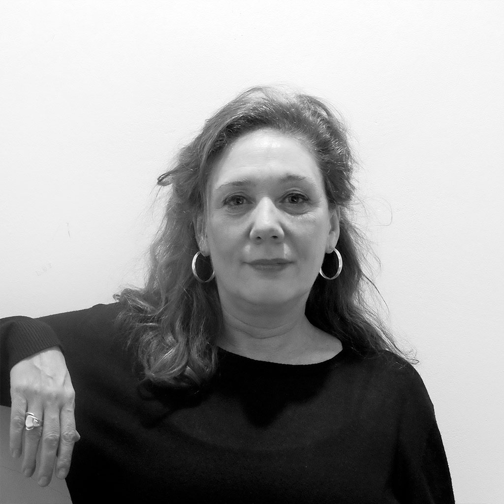 Retrato de Cristina Fallarás en blanco y negro durante los encuentros literarios Letraheridas celebrados en Katakrak en 2019.