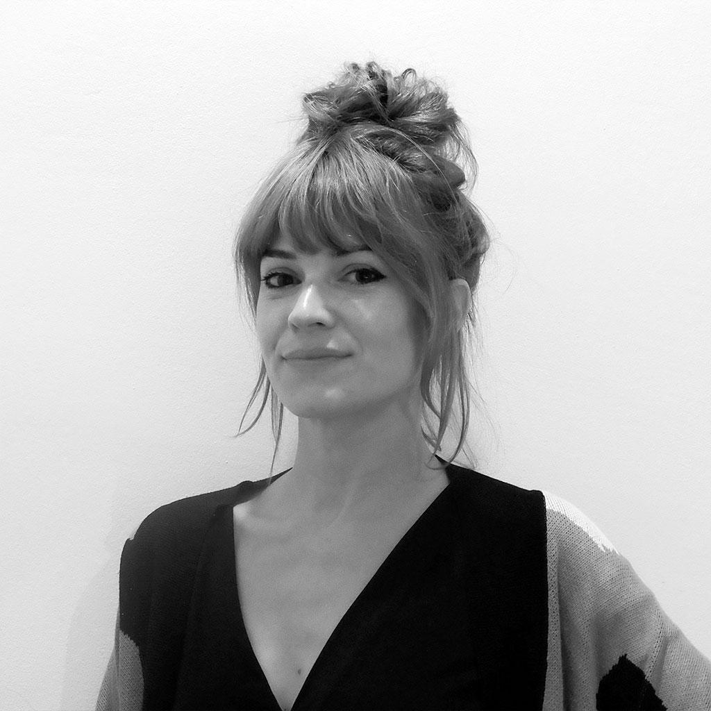 Retrato de María Bastarós en blanco y negro durante los encuentros literarios Letraheridas celebrados en Katakrak en 2019.
