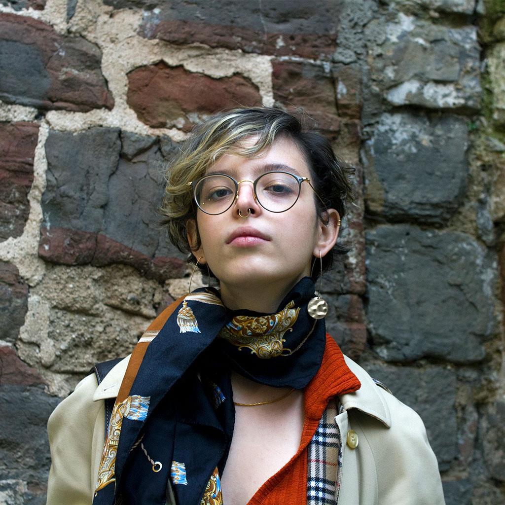 Retrato de Elisabeth Duval durante los Encuentros literarios Letraheridas en Katakrak 2020, en Pamplona. Foto de Carlota Vidán.