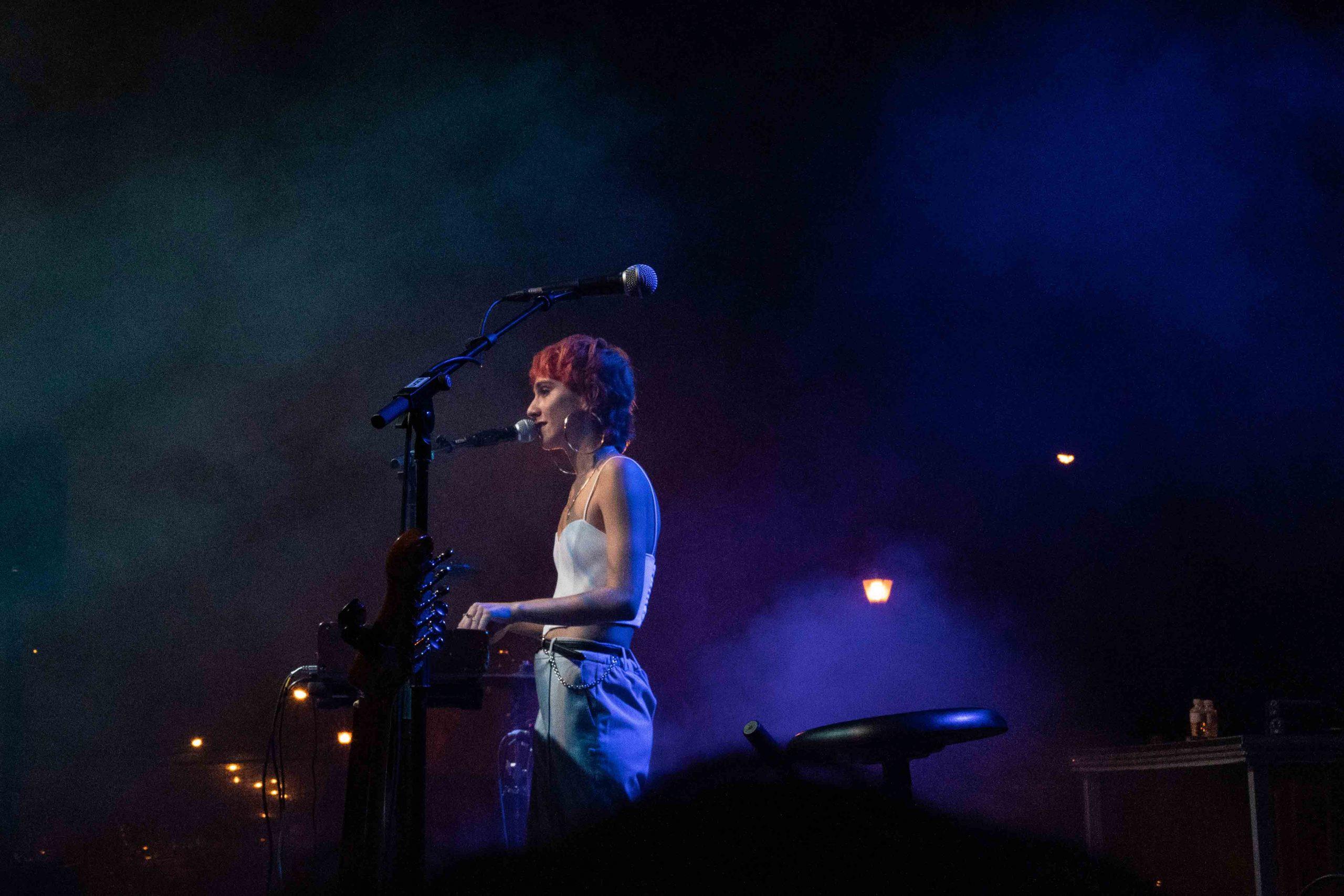Ede tocando el piano en su actuación durante el MAF 2021