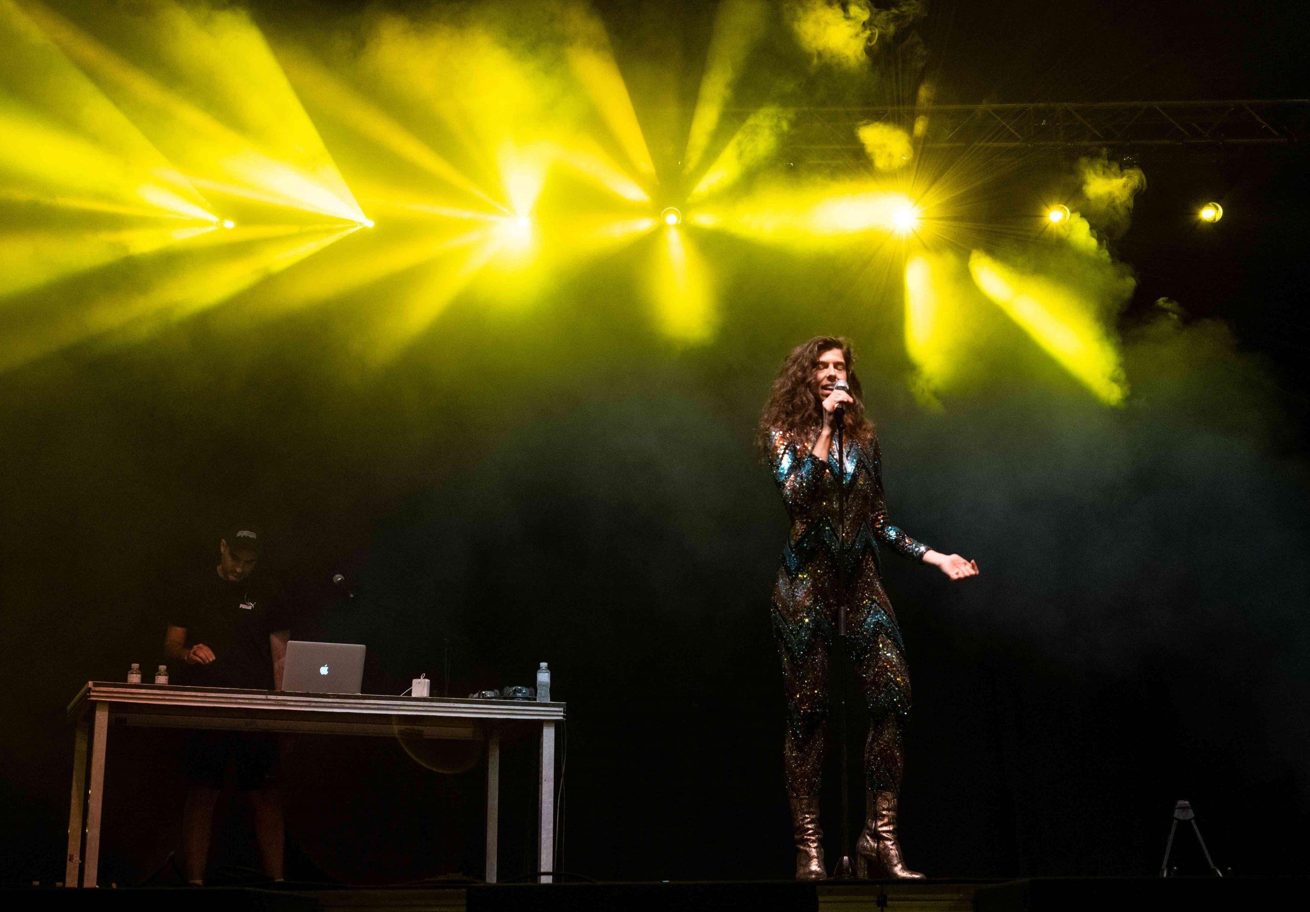 Julia de Castro cantando en el MAF 2021