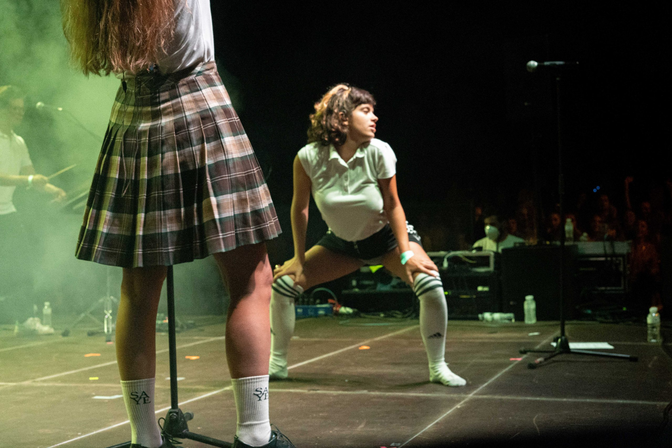 Corista de Rigoberta Bandini bailando en el escenario en su actuación durante el MAF2021.