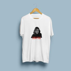 Camiseta con la imagen de Sontag y escrito en rojo la SONTAG.